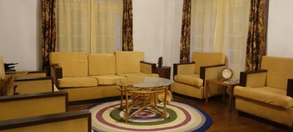 Lounge 2, Private Pool Homestay near Pakyong Airport